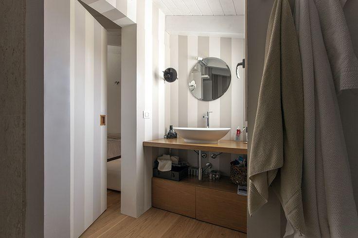 #bathroom #modern #stripes
