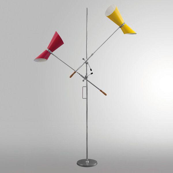 Art. 2399/2 Lampada da terra con base e asta in acciaio cromato. Braccio orientabile e regolabile in altezza con parabola in alluminio laccato.
