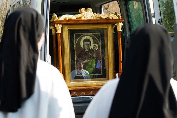 A kármelita nővérek is köszöntötték a pócsi Szűzanyát