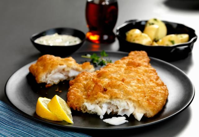 A mixture of cornmeal and pancake mix or biscuit mix provides the coating for this tasty fried flounder.