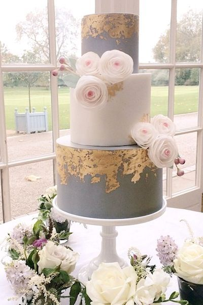 This is a gorgeous grey and gold combination cake!