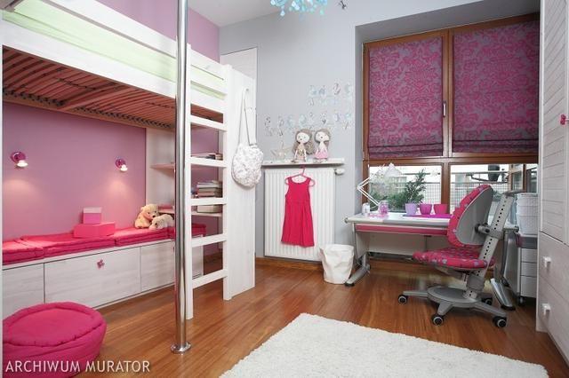 biurko w pokoju dziewcznki