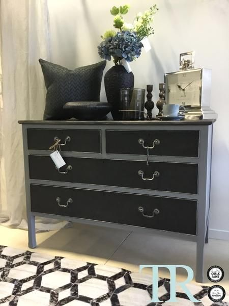 Shyla is a gorgeous little piece, she's a little bit edgy, a little modern and completely elegant. Her top and drawers have been hand painted with Graphite with