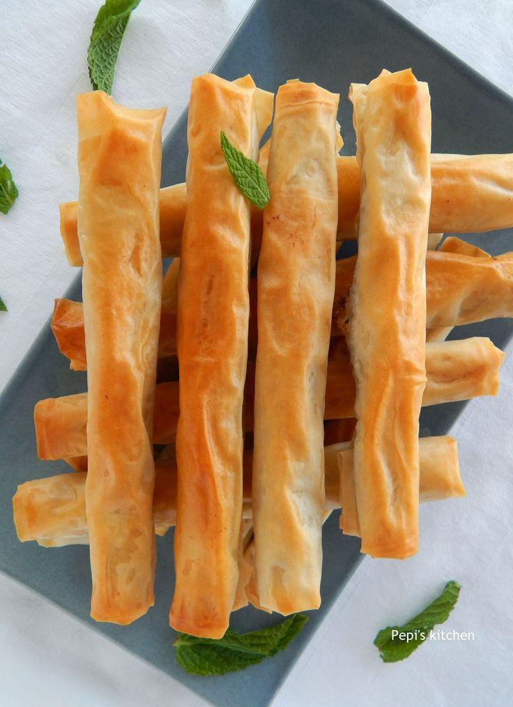 Ρολάκια με φέτα και κουκουνάρι http://pepiskitchen.blogspot.gr/2011/01/blog-post_25.html