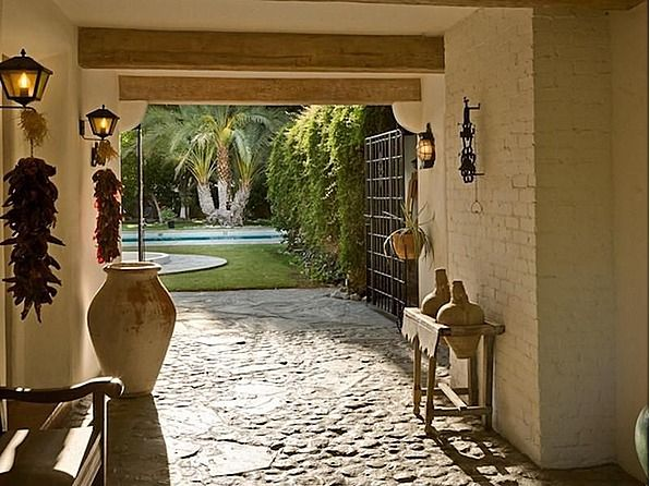 Cary Grant's house-entry