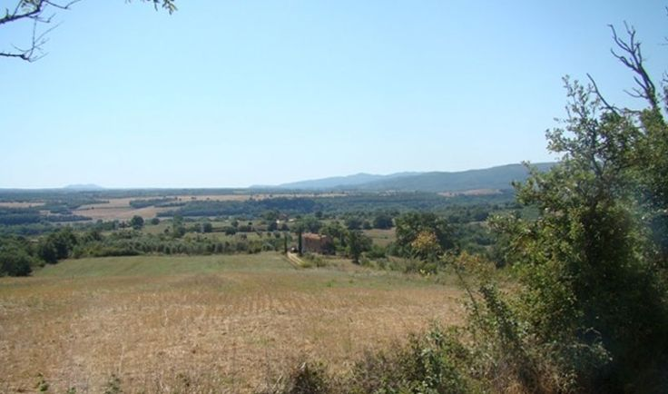"""In the area of Saturnia, about 15 km from """"Terme di Saturnia Spa & Golf Resort"""", near the river Fiora, an old farm called """"The Fabbretto"""" in a panoramic position with a 360 ° view of the surrounding countryside to see the castle medieval lonatano of Manchester and the picturesque villages of Sovana, Sorano and Pitigliano."""