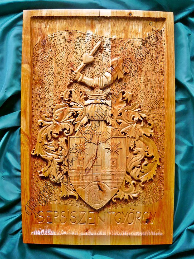 Háromszéki fafaragás  Sepsiszentgyörgy cimere