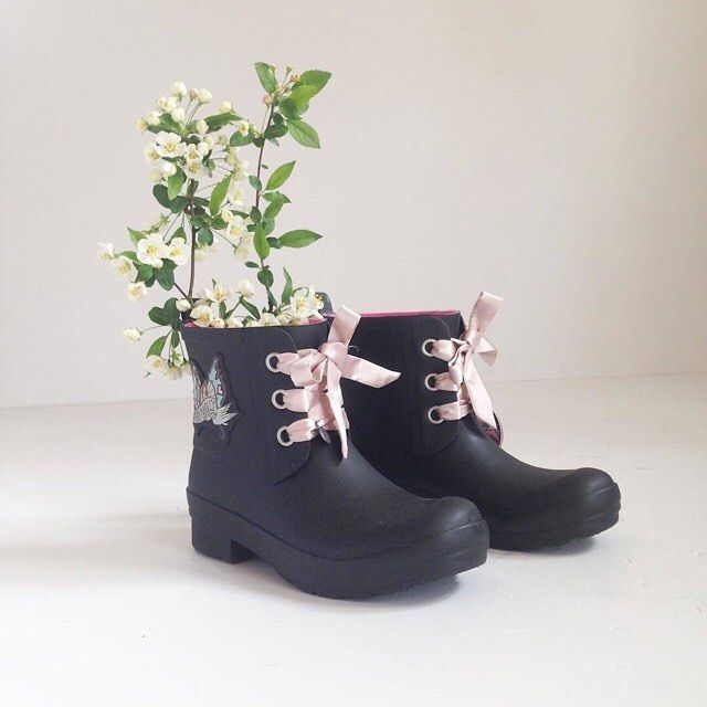 How do you use your rain boots? (Photo by @acorns.dk) #oddmolly #madeinlove #lowtiderainboot