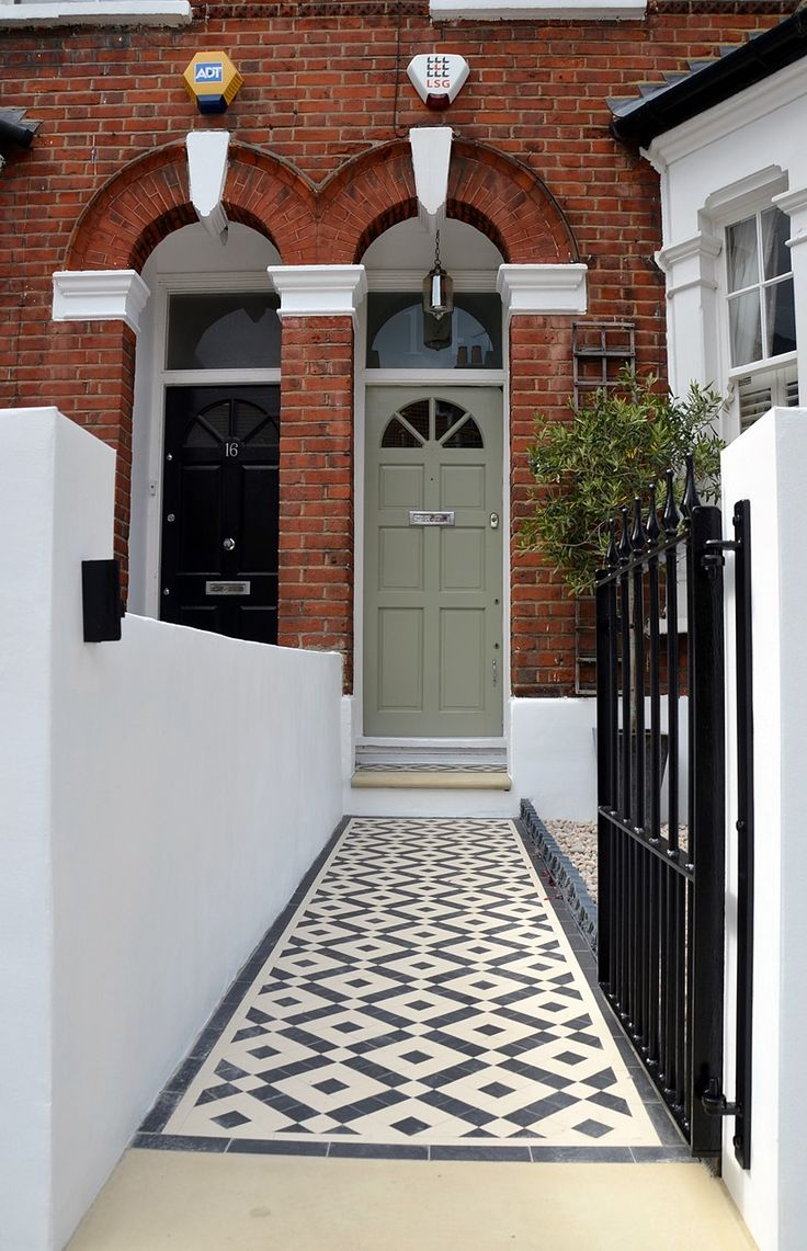 Plastered rendered front garden wall painted white metal wrought iron rail and gate victorian mosaic tile path in black and white scottish pebbles York stone balham london (52)