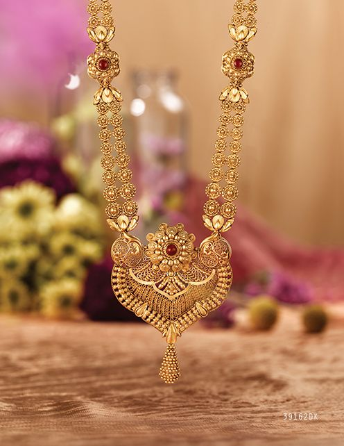 Rivaah presents gold and kundan encrusted jewellery for brides from all parts of India and caters to all Indian weddings.