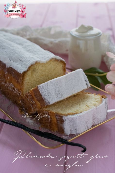 Plumcake allo yogurt greco e vaniglia che si scioglie in bocca! Semplice, soffice, goloso e buonissimo! Perfetto per la colazione o per la merenda!