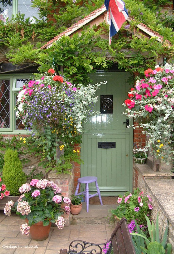 ♥ The exact front door I want, colour and foliage around it! Come on Lippy, you can do it this year!