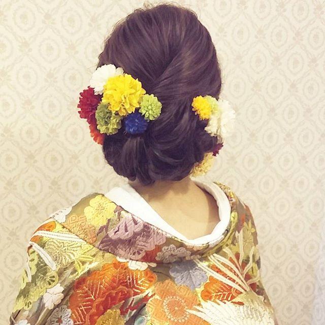 結婚式の前撮り 和装ロケーション撮影のお客様 きれいめスタイル 艶は大事にしつつ 毛流れを作りながら 下の方にまとめました 小ぶりのマムを沢山つけて#ヘア #ヘアメイク #ヘアアレンジ #結婚式 #結婚式ヘア #振袖 #ブライダル #ウェディング #和装ヘア #バニラエミュ #セットサロン #ヘアセット #アップスタイル #ヘアスタイル #プレ花嫁 #着物#前撮り #アクセサリー #和装 #撮影 #ファッション #成人式 #kimino  #style #photo #cute  #hair #wedding #beauty #hairmake