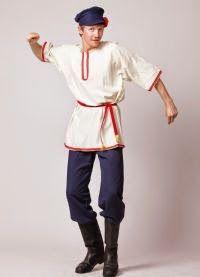 """El traje típico de hombre de Rusia tiene siglos de historia. La vestimenta tradicional de hombre en Rusia consiste de una camiseta (""""kosovorotka""""), un cinturón y los pantalones."""