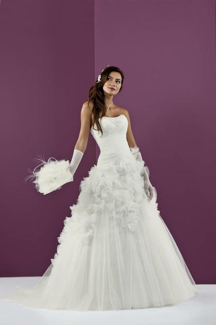 138 best unsere Brautmode images on Pinterest | Wedding frocks ...