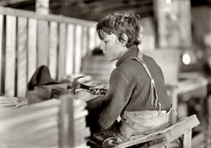 Αγόρι στην κατασκευή συσκευσίας πεπονιού στην Ιντιάνα (1908)