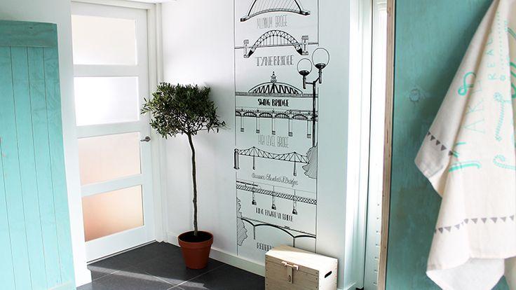 Karlijn van de Wier- Muurtekening voor Eigen Huis & Tuin, 240 x 80 cm. Combinatie Illustratie en Handlettering in lijntekeningen.  PRODUCTIE: RTL4 STYLING: Yvet van Riek