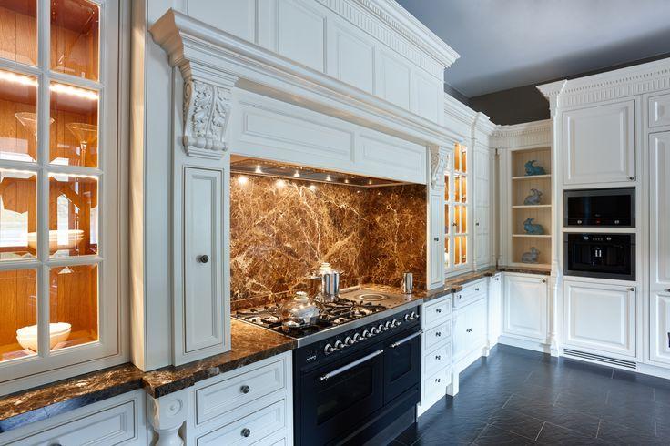 Кухня компании Attribut,кухня в английском стиле классика. Данную модель вы можете посмотреть у нас на выставке по адресу: г. Москва, Хамовнический вал, дом 10 #аттрибут #аттрибутэ #кухни #двери #шкафы #гардеробные #столярныеизделия #столярнаямастерская #attribut #kitchen #cabinets #dressingroom #door