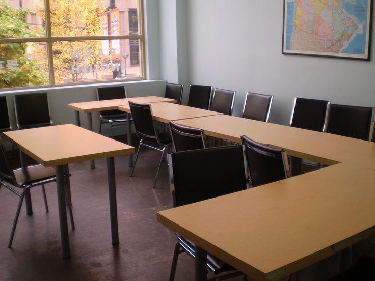さすが少人数制のZoniですね。先生のデスクと生徒のデスクが近いです。Zoniの詳しい情報はこちらから☆http://www.vc-ryugaku.com/school/lang/s19.html