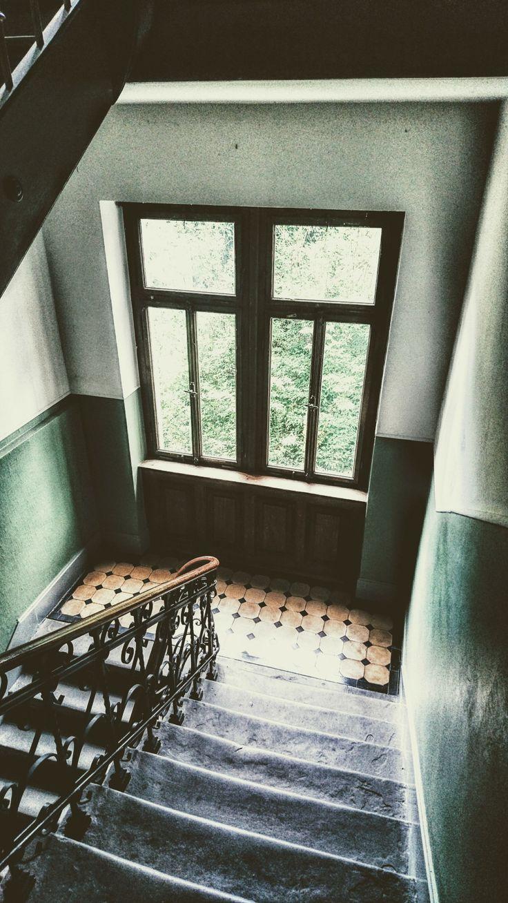 Treppenhaus in einem Altbau in der Altstadt von Konstanz am Bodensee.