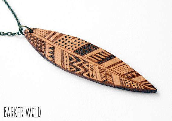 Pendentif tribal en cuir bijoux de plume Boho cuir par BarkerWild