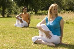 Dru Yoga houding: zittende draaiing