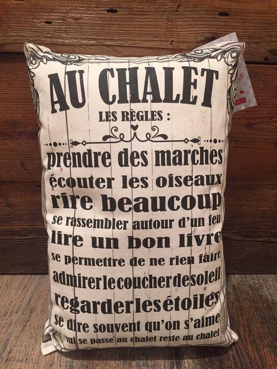 """Le coussin """"Les règles au chalet"""":"""