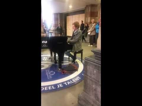 Gert van Hoef - Plays on a Random Piano