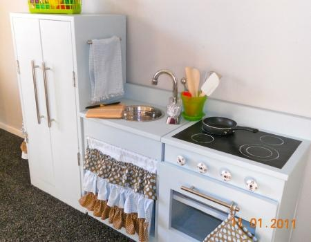 Cute play kitchen diy crafts pinterest play for Girls play kitchen