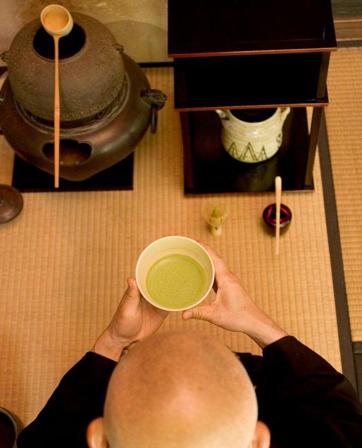 Chado (of Sado) betekent de weg van de thee en is de Japanse kunst van het theezetten.