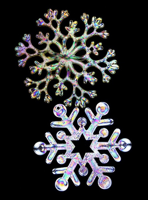 Best 25 snow flakes ideas on pinterest snow flakes diy for How to make a real paper snowflake