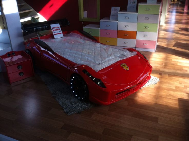 Really cool kids bed - has lights