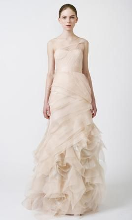 Sample Vera Wang Farrah 111111 Wedding Dress $3,570 USD. Buy it PreOwned now and save 30% off the salon price!