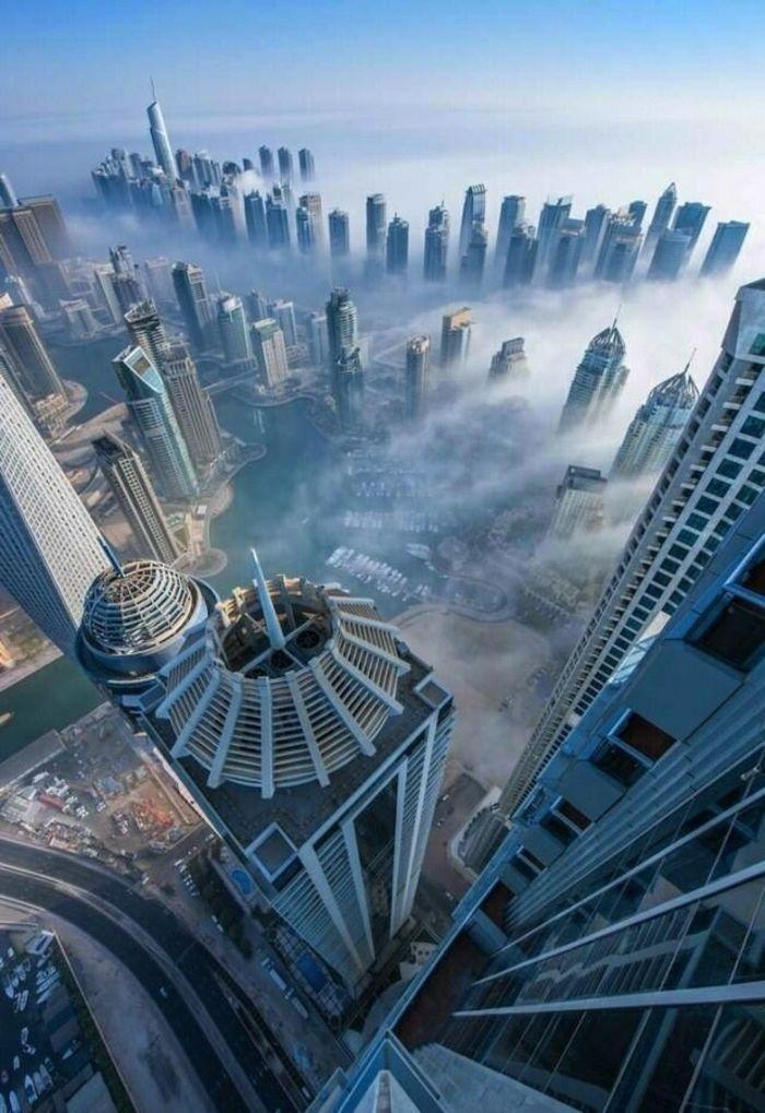 vue magnifique  | ... -ciel-dans-les-nuages-jolie-vue-vers-le-ville-moderne-magnifique-vue