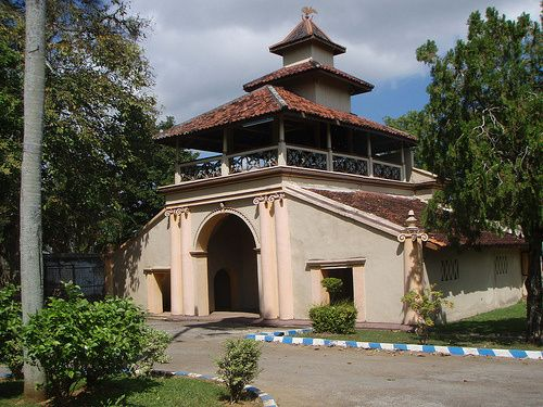 Keraton Sumenep Museum. This museum includes general museum on hold by the district. Initially the museum building serves as the Office of the King, circa 1762, but began work as a museum since March 9, 1965. The building was built on an area of 8500 m2 with a floor area of the entire course with up to 2,000 m2. The museum has a collection of 480 classified in several types.