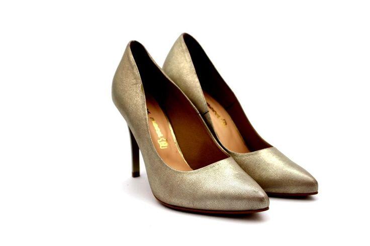 Złote szpilki - Laura Messi