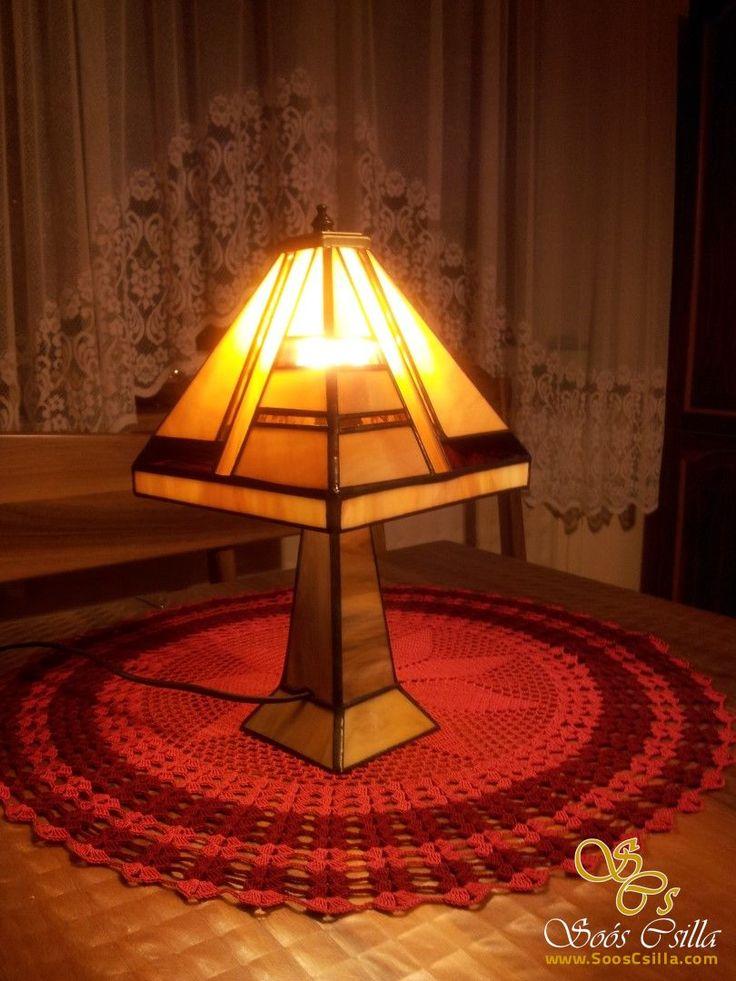 Stolová Lampa z Kovu a Tiffany Vitrážou http://sk.sooscsilla.com/tiffany-lampy/ http://sk.sooscsilla.com/portfolio/stolova-lampa-z-kovu-a-tiffany-vitrazou/