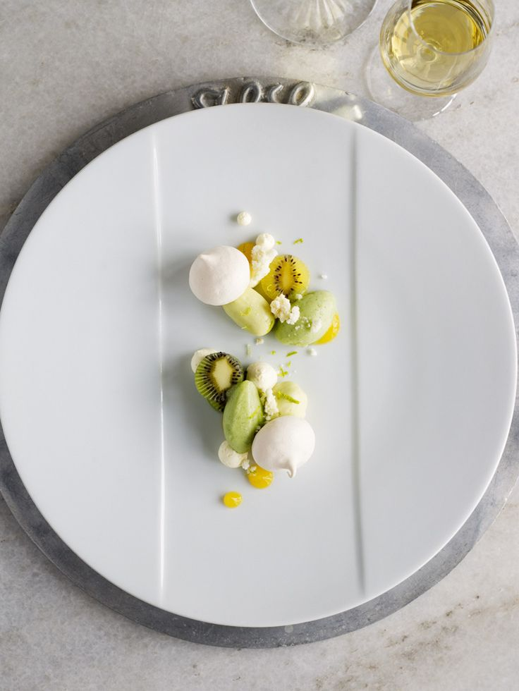 Kiwi, meringue and mango
