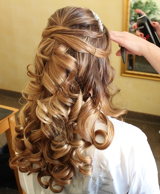 Wedding Hairstyles For Medium Curly Hair: Beautiful Hair Style For A Wedding