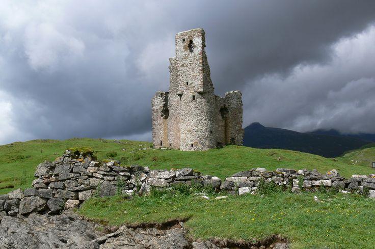 scotland: Scottish Highlanders, Scotland Highlanders, Buckets Lists, Castles Ruins, Skye Scotland, Highlanders Scotland, Scotland Castles, Castles Scotland, Scottish Castles