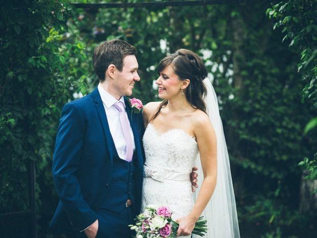 Dan Martin and Robyn Lloyd celebrated their wedding day at Kingscote Barn in #Tetbury. Image © The Wedding Cut. #weddings #Cotswolds #kingscotebarn #barnwedding