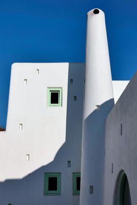 Minimal-White-CobHouse-Alcodes-Dome-Exterior-Santorini-Greece