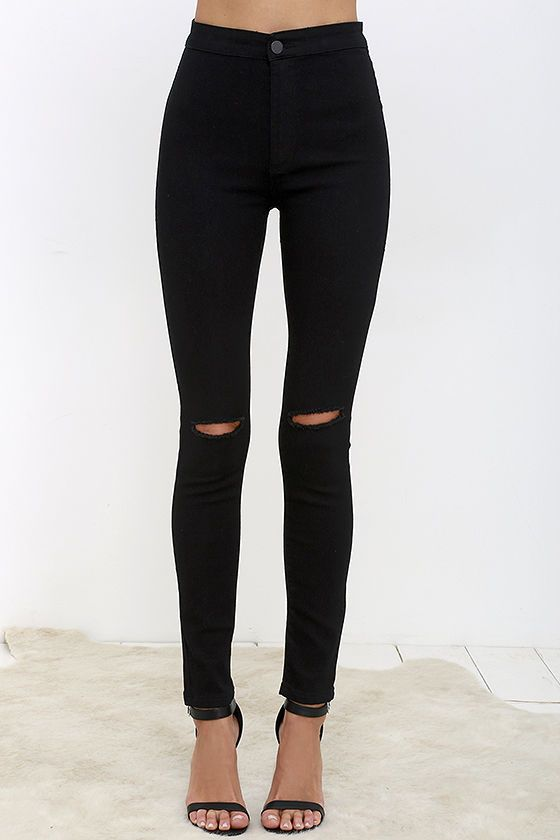 Slipping into the Practice Makes Perfect Black High-Waisted Skinny Jeans is one of those things that just comes naturally! Super stretchy denim shapes a high-waisted fit with top button (and hidden zip fly), two back patch pockets, and skinny pant legs with rips at the knees.