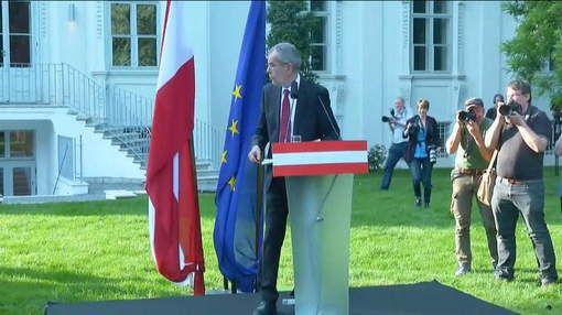 De onafhankelijke 72-jarige econoom Alexander Van der Bellen heeft de presidentstitel binnengerijfd in Oostenrijk. De hele dag lang was het spannend ...
