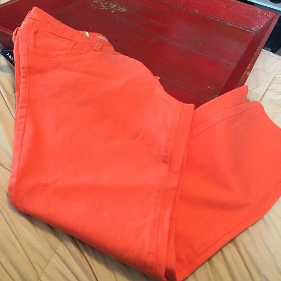 Light orange Capri pant  NWT Light orange Capri pant. Perfect condition and great for Springtime.  Old Navy Pants Capris