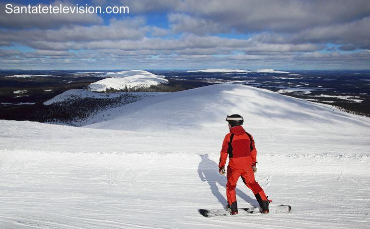 Snowboarden in Ylläs in Lappland, Finnland