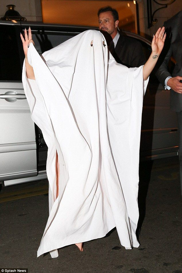 Lady Gaga: Ghost http://dailym.ai/1wSosDk #Halloween