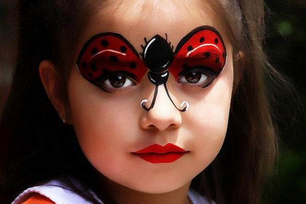 Ladybug Face Paint. Cool Face Painting Ideas For Kids, which transform the faces of little ones without requiring professional quality painting skills. http://hative.com/cool-face-painting-ideas-for-kids/