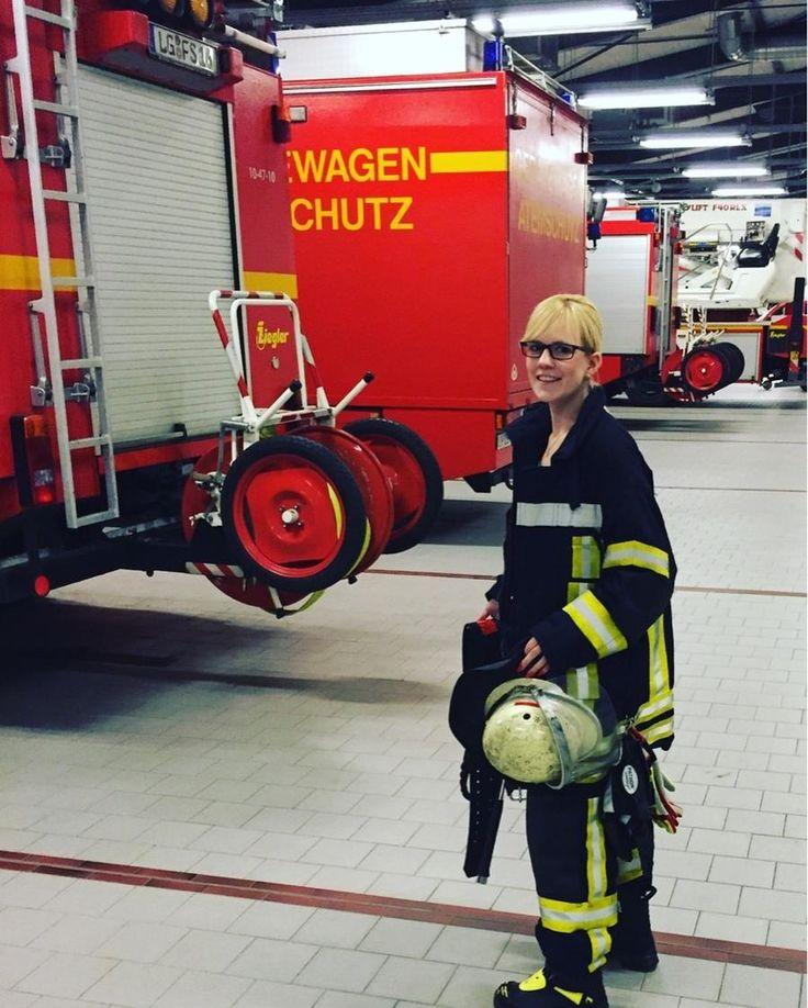 Warum es wichtig ist, Dinge auch mal ohne Gegenleistung zu machen Kerstin Feuerhahn, 24, Kaufmännische Angestellte, engagiert sich bei der Freiwilligen Feuerwehr Lüneburg