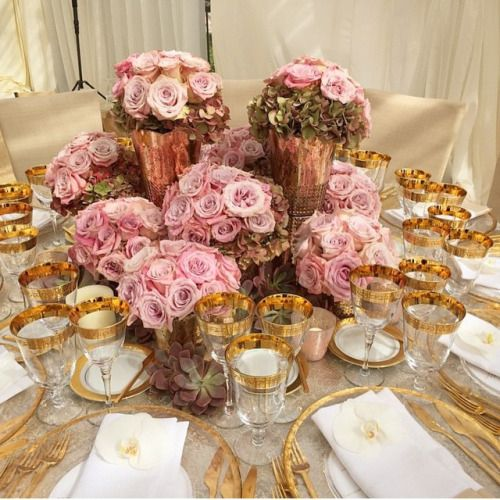 Pink and Rose Gold is one of our favorite color trends this year. J'adore @jeffleatham #RoseGold #tablescape #roses #floral #pink #gold #engaged #weddinginspiration (at Dorado Beach, a Ritz-Carlton Reserve)